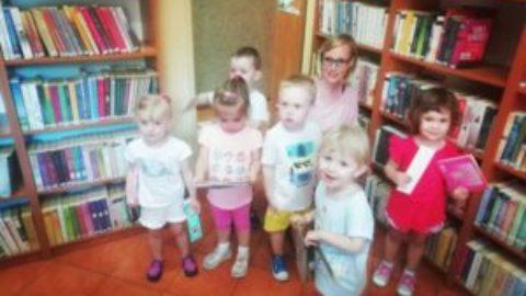 Najmłodsi czytelnicy w bibliotece